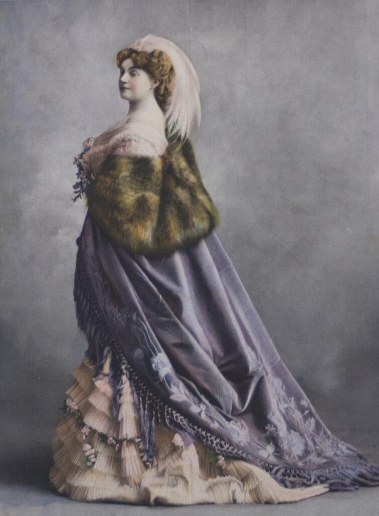 Réjane dans La Savelli, Le Théâtre, 1er février 1907, page de couverture. Fonds Société d'Histoire du Théâtre