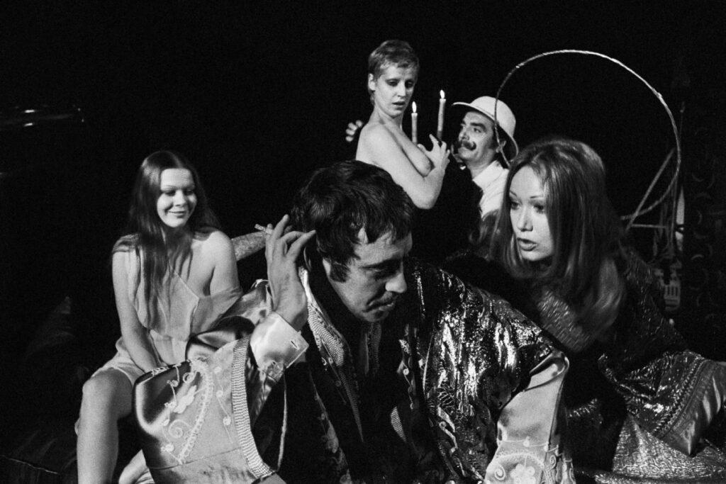 Carmelo Bene, Lydia Mancinelli, Isabelle Russo, Imelde Marani, Alfiero Vincenti. Nostra Signora dei Turchi, Teatro delle Arti, Roma, 1973. © Claudio Abate