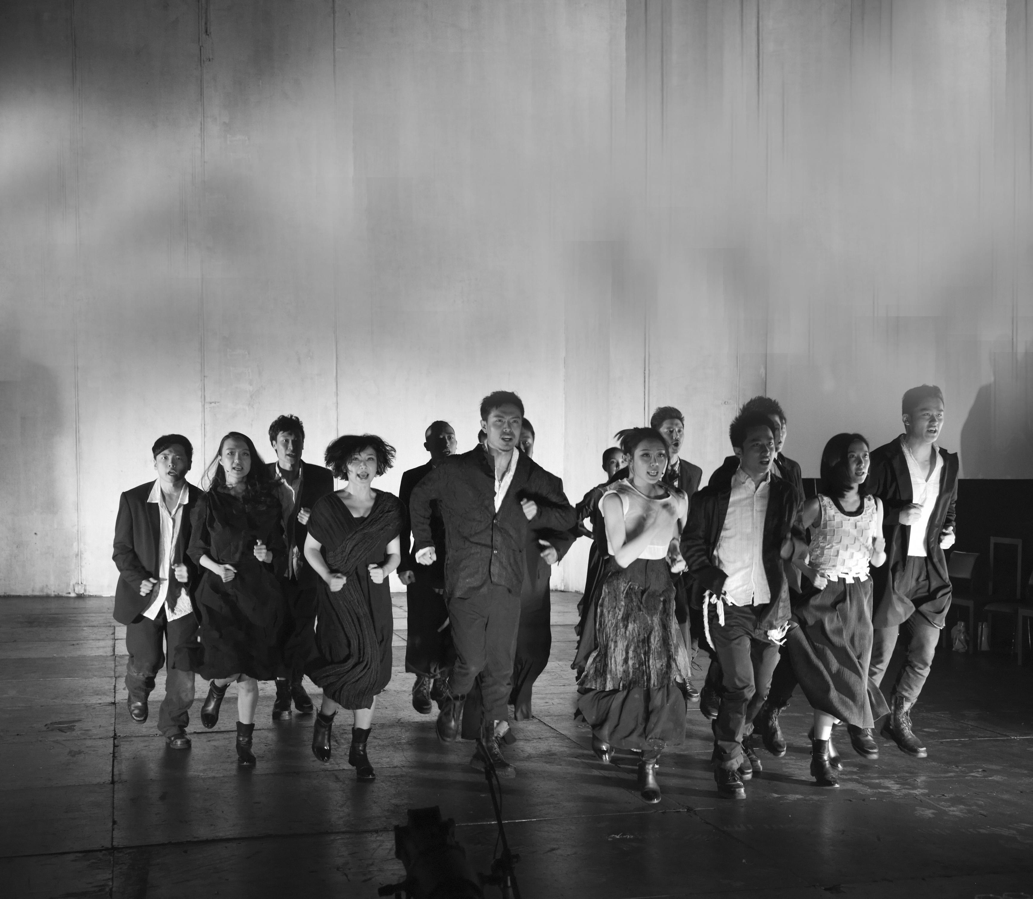 J'aime xxx, mise en scène par Meng Jinghui, Théâtre du Nid d'abeille, 2013. © Meng Jinghui Studio.